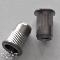 Flako-Einnietmuttern A2  M5x12, BOX 250 Stück